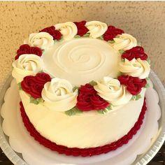 Red Velvet Cheesecake Cake Red Velvet Cheesecake Cake – Life Love and Sugar Cake Decorating Frosting, Cake Decorating Designs, Creative Cake Decorating, Cake Decorating Videos, Creative Cakes, Cute Birthday Cakes, Beautiful Birthday Cakes, Red Velvet Cheesecake Cake, Simple Cake Designs