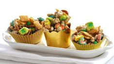 Pot o' Gold Chex® Mix! This quick and easy Betty Crocker Chex Mix Recipe is sure to please a crowd! Yummy Treats, Sweet Treats, Yummy Food, Fun Food, Delicious Recipes, Healthy Food, Chex Mix Recipes, Snack Recipes, Kid Recipes