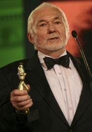 Mircea Mureşan - Regizor - Mircea Mureșan (born 11 November 1928) is a Romanian film director. He has directed 22 films since 1961. Mureșan won the prize for Best First Work at the 1966 Cannes Film Festival for the film Răscoala. https://en.wikipedia.org/wiki/Mircea_Mure%C8%99an