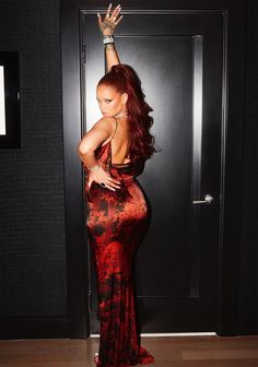 Rihanna is the baddest there ever was. For those who need a little help unleashing their inner baddie we recommend reading through these Rihanna quotes! Rihanna Outfits, Style Rihanna, Mode Rihanna, Rihanna Looks, Rihanna Riri, Rihanna Dress, Rhianna Fashion, Rihanna Thick, Rihanna Red Hair