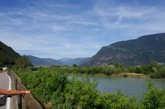 Fietspad langs de rivier de Etsch, tussen Bolzano en Ora.