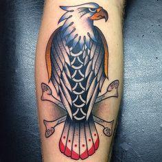 Tattoo aigle sur le mollet https://tattoo.egrafla.fr/2015/09/23/tatouage-homme-mollet/