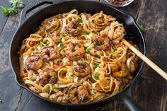 "This delicious cajun shrimp pasta has a flavorful and smoky ""kick"" from the creole seasoning and the creamy roasted red pepper sauce! Healthy Pastas, Healthy Work Snacks, Healthy Dinner Recipes, Healthy Food, Cajun Shrimp Pasta, Shrimp Pasta Recipes, Spicy Pasta, Seafood Pasta, Edamame"