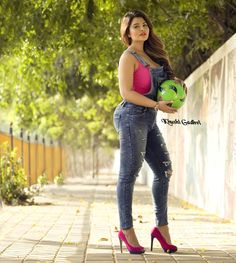 This Punjabi model will beat Hollywood actress in the case of hotness, see photos - Nothings Beautiful Girl In India, Beautiful Girl Photo, Stylish Girls Photos, Stylish Girl Pic, Beautiful Bollywood Actress, Most Beautiful Indian Actress, Sexy Jeans, Sexy Asian Girls, Sexy Hot Girls