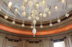 detalhes da incríveis luminárias do teto do restaurante 1921