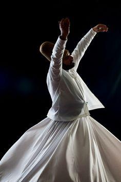 Hz Mevlânâ'nın aşkların en büyüğüne, hakk'ın rahmetine kavuştuğu gündür. Mevlânâ'nın ölüm gününe, gelin gecesi manasına gelen ^^Şeb'i Arûs Günü^^ denir. Zira Mevlânâ öldüğü zaman sevdiğine, aşkına yani Allah'a kavuşacaktır. Bu yüzden Şeb'i Arûs, Mevlânâ için ölüm günü değil, düğün günü, gelin gecesidir.