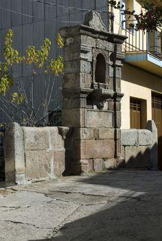 La Puentecilla, un bonito puente en la calle Real con su templete del siglo XVIII en medio.