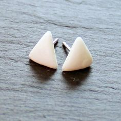 feine weißes Dreiecke von Hand aus Porzellan und 925 Silber gefertigt