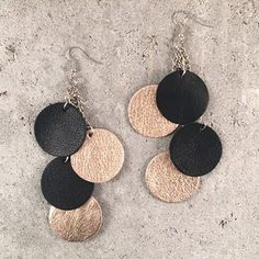 Ruusukulta/Musta, Lampaan/Poron nahkaa. Crochet Earrings, Bling, Jewels, Personalized Items, Clothes, Design, Fashion, Outfits, Moda