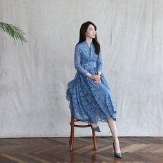 Dress Brukat, Batik Dress, Dress Cuts, Korean Traditional Dress, Traditional Dresses, Korea Fashion, Japan Fashion, Korea Dress, Modern Hanbok