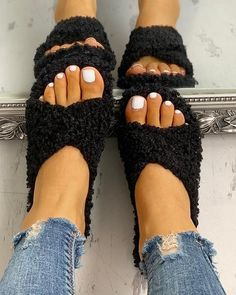 Solid Fluffy Crisscross Design Flat Sandals - Womens Fashion Online – Women's Fashion Online Shopping At Affordable Prices Trend Fashion, New Fashion, Cheap Fashion, Womens Fashion, Fashion Online, Style Fashion, Fashion Sandals, Fashion Slippers, Mules Shoes