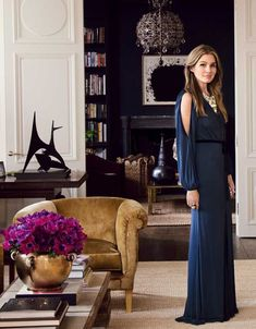 Beauty heiress Aerin Lauder has been working at Estee Lauder for almost thirty years. Explore her own successful luxury lifestyle brand, World of Aerin. Luxury Homes Interior, Luxury Home Decor, Interior Exterior, Interior Design, Home Decor Items, Home Decor Accessories, World Of Interiors, Dining Room Walls, Elle Decor