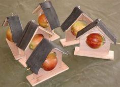knutselen met hout - Google zoeken New Crafts, Winter Theme, Garden Styles, Bird Houses, Plastic Cutting Board, Create Yourself, Projects To Try, Workshop, Crafty