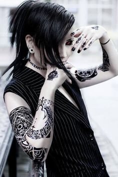 Uta - Tokyo Ghoul this is an amazing cosplay!