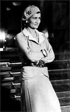 Moda ed emancipazione femminile - Vogue.it 1926 Chanel   #TuscanyAgriturismoGiratola