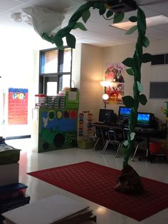 A different room decoration for fairy tale week that isn't a castle. A beanstalk is much more gender neutral. Library Displays, Classroom Displays, Classroom Themes, School Displays, Traditional Tales, Traditional Stories, Fairy Tales Unit, Role Play Areas, Fairy Tale Theme