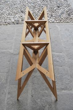 Valsecchi 1918 04 éclats Chair Design, Furniture Design, Magazine Design, Wooden Projects, Pallet Furniture, Dining Table, Trestle Table, Solid Wood, Woodworking