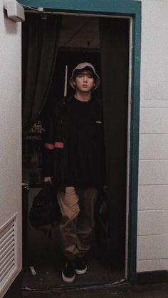 Jungkook in mode: Observing his prey fixedly in the eyes 😎💜😂 Bts Jungkook, Namjoon, Taehyung, Jungkook Smile, Hoseok, Jung Kook, Busan, Foto Bts, Taekook