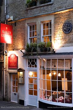 Sally Lunns Restaurant Oldest House in Bath at Night in Bath, Somerset, England, Medieval house which formed part of the Duke of Kingston's house in 1440
