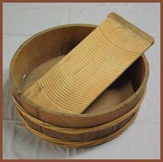 Edo - the EDOPEDIA -: sentaku washing in Edo Hamamatsu, Bamboo Poles, Traditional Kimono, Japanese History, Wooden Plates, Japanese Architecture, Modern Fabric, Food Festival, Serving Bowls