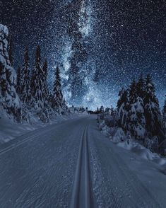 """banshy: """" Austlid by: Sondre Eriksen """" - This landscape looks surreal because the land looks more lit by the sky than it actually is Ciel Nocturne, Winter Scenery, Night Scenery, Christmas Scenery, Winter Beauty, Amazing Nature, Belle Photo, Night Skies, Pretty Pictures"""