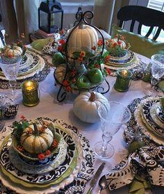 Black and white Thanksgiving decor idea