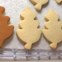 Leaf Cookies, Fall Cookies, Iced Cookies, Cookies Et Biscuits, Sugar Cookie Royal Icing, Best Sugar Cookies, Sweet Cookies, Halloween Cookies Decorated, Halloween Sugar Cookies