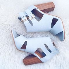 Never worn. Perfect condition. Sold out online Sold out online.                                               Never been worn.                                       Santorini Dove Grey.                                         Size:8.                                                                        Perfect condition. Shoe Dazzle Shoes