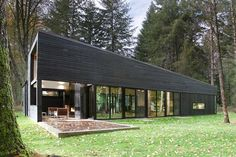 Courtyard House on a River,© Mark Woods