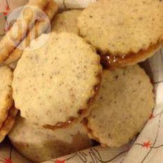 Rezeptbild: Walnussplätzchen mit Marmelade, Marmeladenplätzchen, Nussplätzchen, Weihnachtsplätzchen
