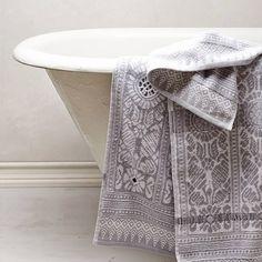 28 Luxurious Bathroom Accessories