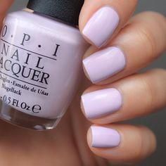 OPI I'm Gown For Anything! #opialicethroughthelookingglass очень разбеленый лиловый крем-отличник. Плотный, умеренной густоты, комфортен в нанесении, быстро высыхает. Купить его и другие можно в магазине @pro_opi #opiimgownforanything