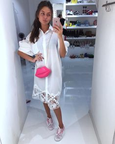 Доброе утро Нежное Платье over size,снизу кружево сумочка губкив розовом,красном цвете. Кожаные кеды✨в белом и розовом цвете. Для заказа и информации ☎️+79260464670whatsapp