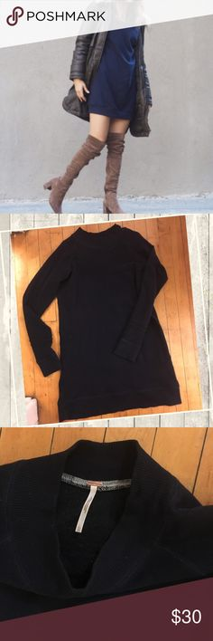 Free people Navy blue sweater dress EUC, not oversized but feels like your wearing a long sweat shirt , nice and comfy great for sweater weather. Make it sporty for a day out or make it dressy for an evening out. Free People Dresses