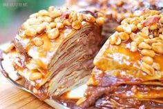 Riesige Crêpestorte mit Erdnusskaramell, Schokoladenbuttercreme, Bacon und einem Hauch Paris