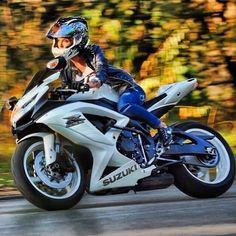 Motorcycles, bikers and more : Foto Lady Biker, Biker Girl, Suzuki Motorcycle, Women Motorcycle, Honda Motorcycles, Vintage Motorcycles, Motorcycle Helmets, Chicks On Bikes, Motorcycle Girls