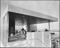 Richard Neutra's Kaufmann House, Palm-Springs, photo by Julius Shulman Chinese Architecture, Modern Architecture House, Futuristic Architecture, Architecture Design, Modern Houses, Richard Neutra, Palm Springs, Casa Kaufmann, Architectural Photographers
