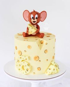 How cute 😻 Credit: 🍫 Would you guys eat this 😻🍫 🍰 Daily posts of Cakes 🍰 🍭 For promotions/ad Bolo Tom E Jerry, Tom And Jerry Cake, Baby Cakes, Beautiful Cakes, Amazing Cakes, Bolos Cake Boss, Cartoon Cakes, No Cook Desserts, Novelty Cakes