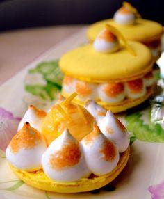 Retro Cake: Lemon Meringue Pie Macaron
