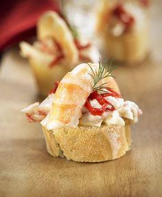 Montadito de cangrejo, langostinos y pimiento del piquillo