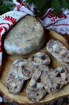 Charcuterie, Romanian Food, Yummy Food, Tasty, Hungarian Recipes, Smoking Meat, Diy Food, Diy Kitchen, Sausage