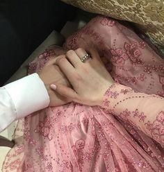 Cute Girl Face, Cute Girl Photo, Girl Photo Poses, Girl Photography Poses, Girl Photos, Bridal Photography, Cute Muslim Couples, Cute Couples Goals, Romantic Couples