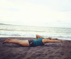 Made a little #workout at the #beach before heavy rain started  #personaltrainer #getinspired #getmotivated #fitnesstrainer #beachlife #costarica