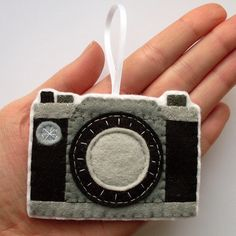 Felt camera ornament for your Christmas tree
