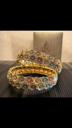 I absolutely love it Gold Bangles Design, Gold Jewellery Design, Gold Jewelry, Jewelery, Gold Necklace, Photography Lighting, Diamond Bangle, Wedding Crafts, Jewelry Organization