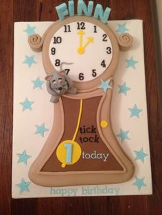 Hickory dickory dock - Cake by CandyCakes
