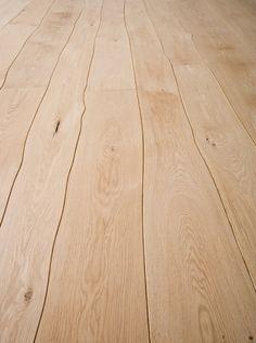 Holzdielen in ihrer natürlichsten Form
