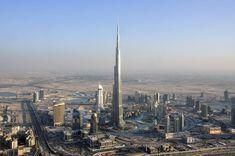 #ViajeDeNovios a Dubai, ¡Una #LunaDeMiel a lo grande!  #Dubai tiene la torre más alta del mundo: La torre de Burj Khalifa, que tiene más de 829 metros de altura. Con 160 plantas y 57 ascensores, se puede ver a 95 kilómetros de distancia.