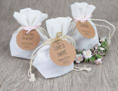 Gastgeschenke - Baumwollbeutel   vintage Stil - ein Designerstück von Papiergold bei DaWanda Cookie Packaging, Food Packaging, Candy Favors, Vintage Stil, Box Cake, Wedding Invitation Cards, Love Is Sweet, Our Wedding, Wedding Ideas