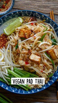 Thai Noodles, Pasta Noodles, Vegan Pad Thai, Eat Pray Love, Thai Dishes, Recipe Boards, Vegan Dinners, Asian Recipes, Vegetarian Recipes